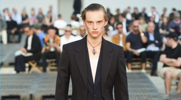 Alexander McQueen Makes a Tailored Proposal with Spring '19 Collection