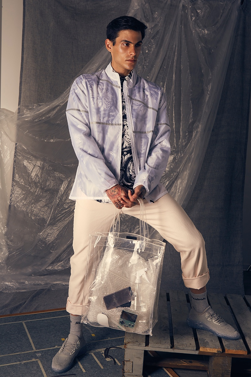 Miguel wears shirt Zara, pants Weekday, shoes Nike, bag Mango, jacket and socks Reebok.