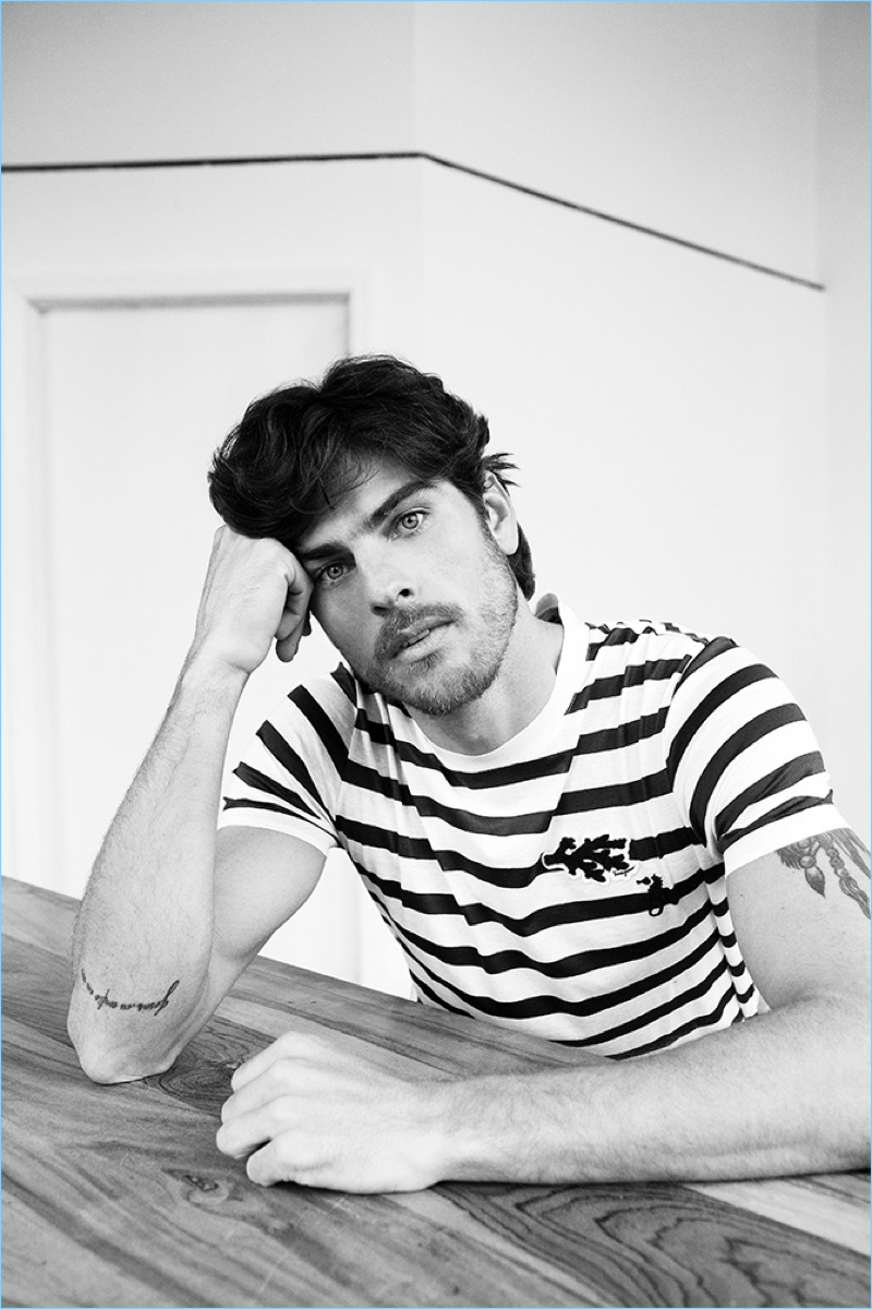 Evandro Soldati Dons Chic Casual Style for Glass Men