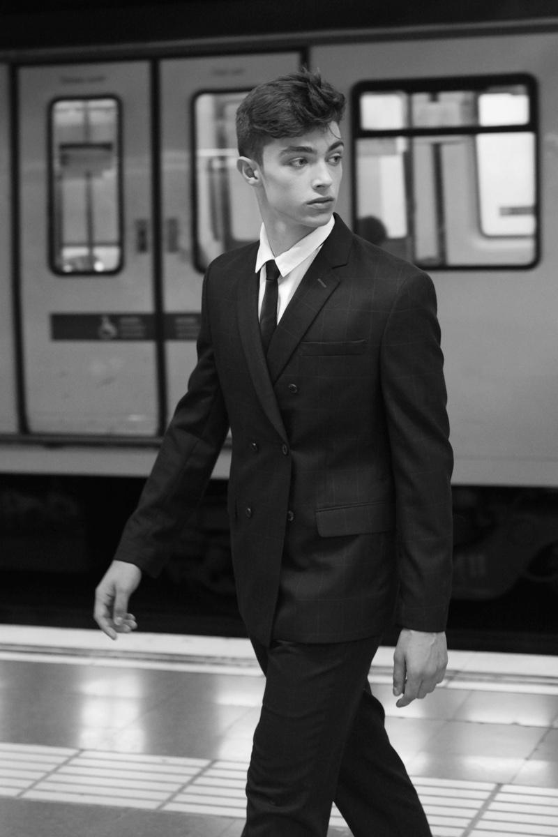 Uri wears suit Galo Berlin, tie Antonio Miro, and shirt American Vintage.