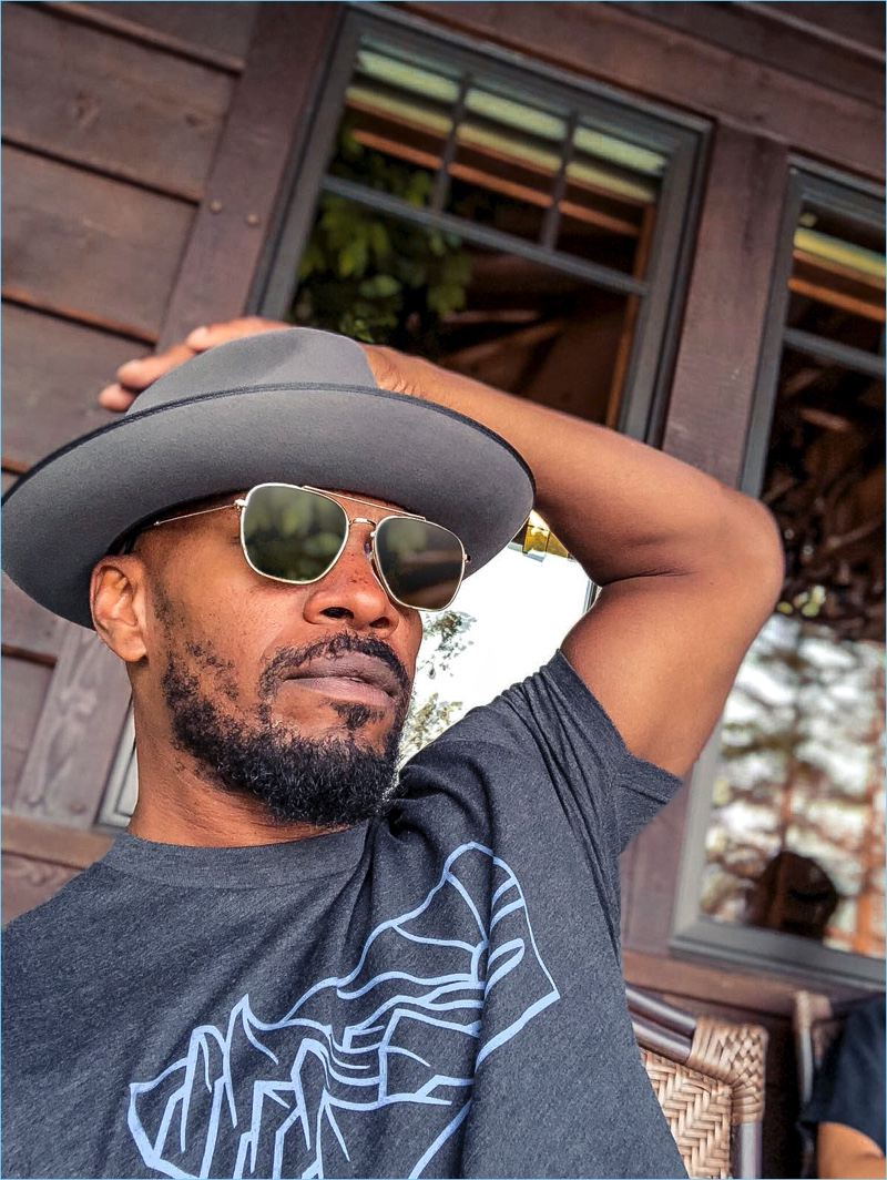 Relaxing, Jamie Foxx wears The Patriot sunglasses by Privé Revaux.