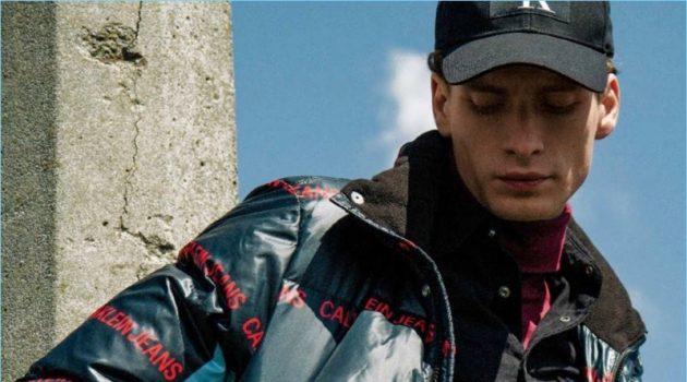 Twin Peaks: Adrian Feruma Dons Calvin Klein Jeans for Life & Style México