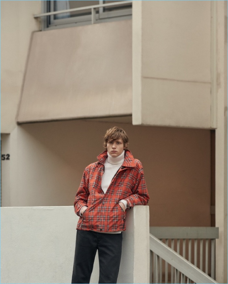 Sandro reunites with Noah Bunink to showcase its Helly Hansen collaboration.