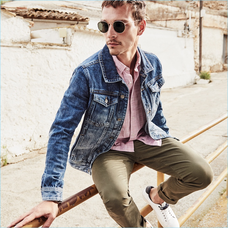Rocking a denim jacket, Alexandre Cunha stars in s.Oliver's spring-summer 2018 campaign.
