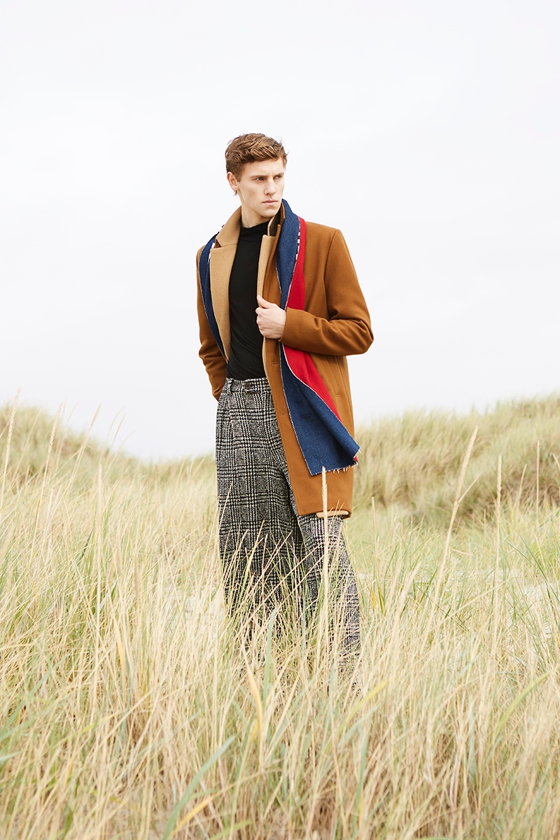 Anton wears scarf Damur, brown coat Samsøe & Samsøe, camel coat Reserved, turtleneck UNIQLO, and pants Fomme.