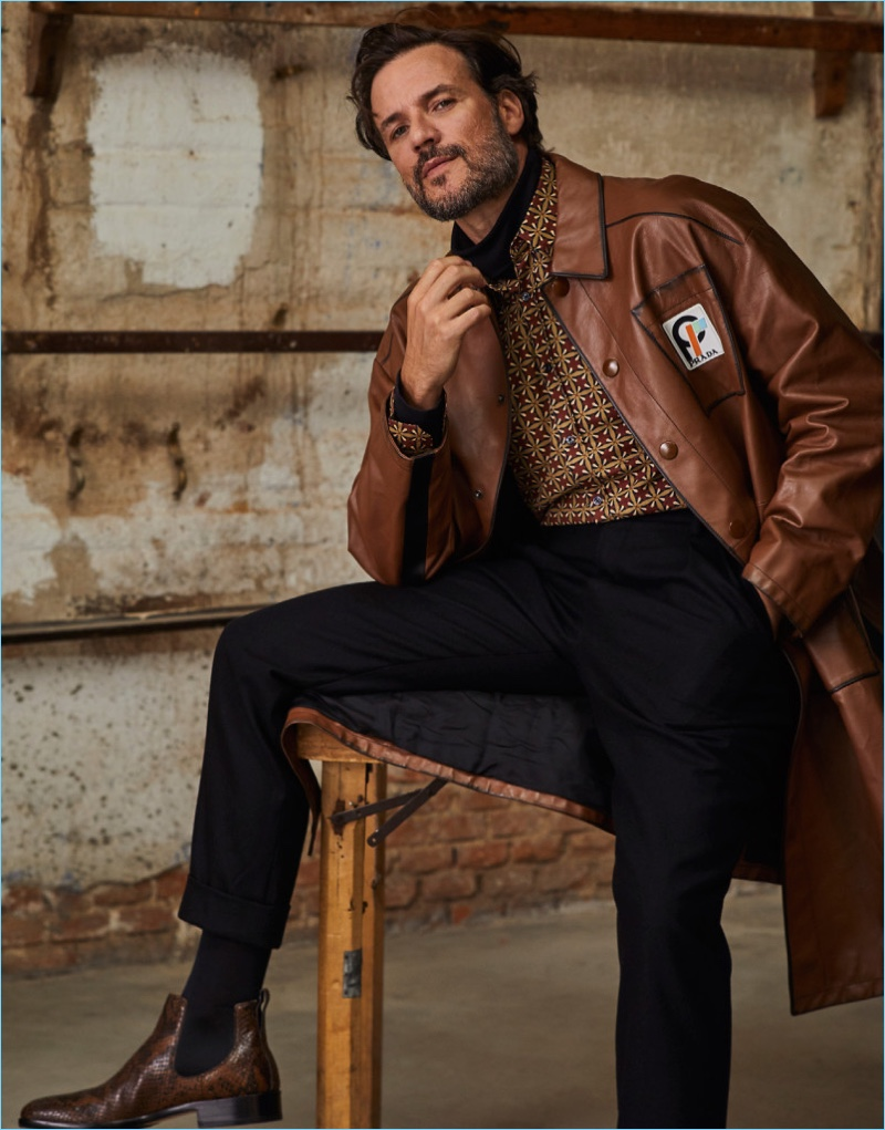 Daniel Grao sports a fall-winter 2018 look by Prada for El Pais Semanal.