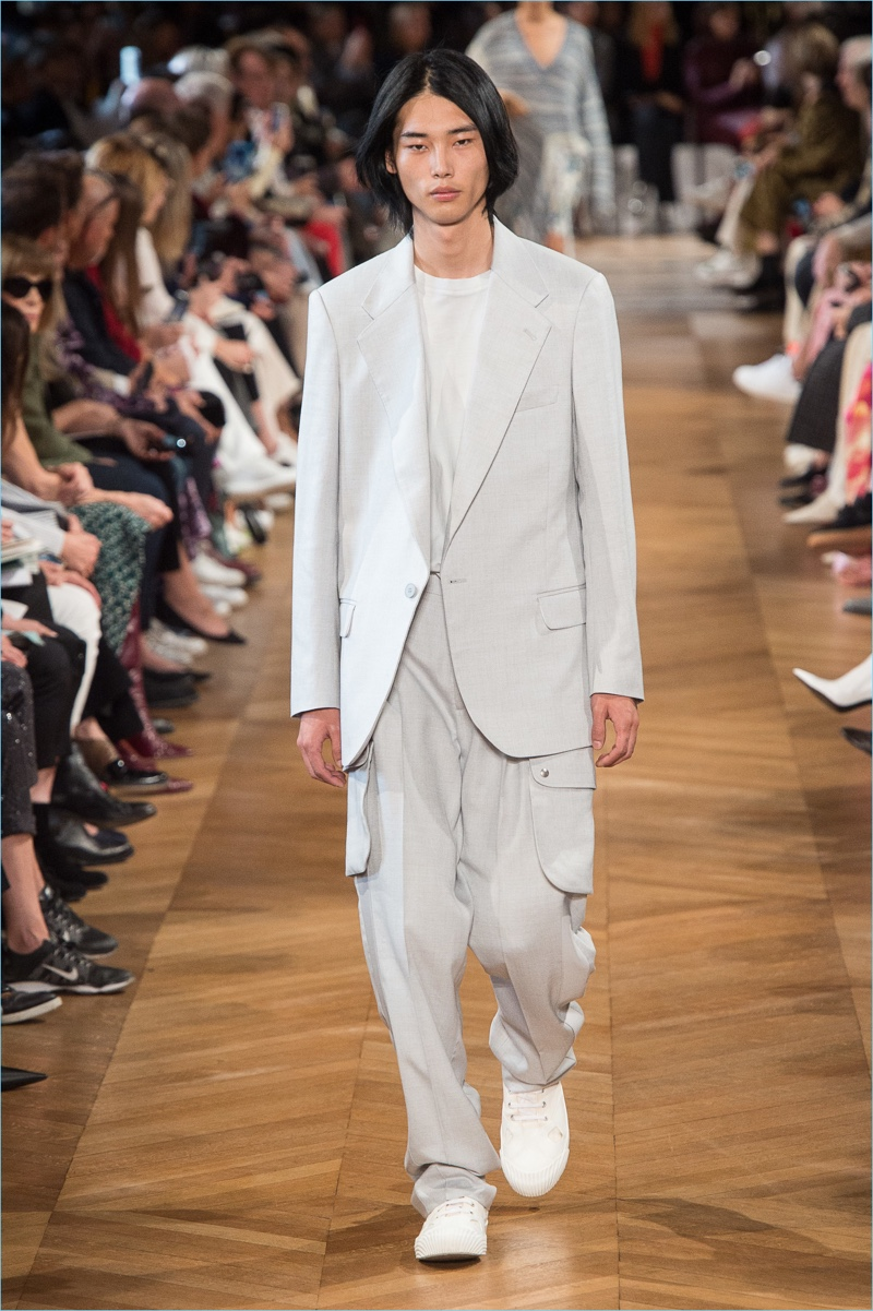 Park Tae Min dons neutral colored tailoring from Stella McCartney's spring-summer 2019 men's collection.