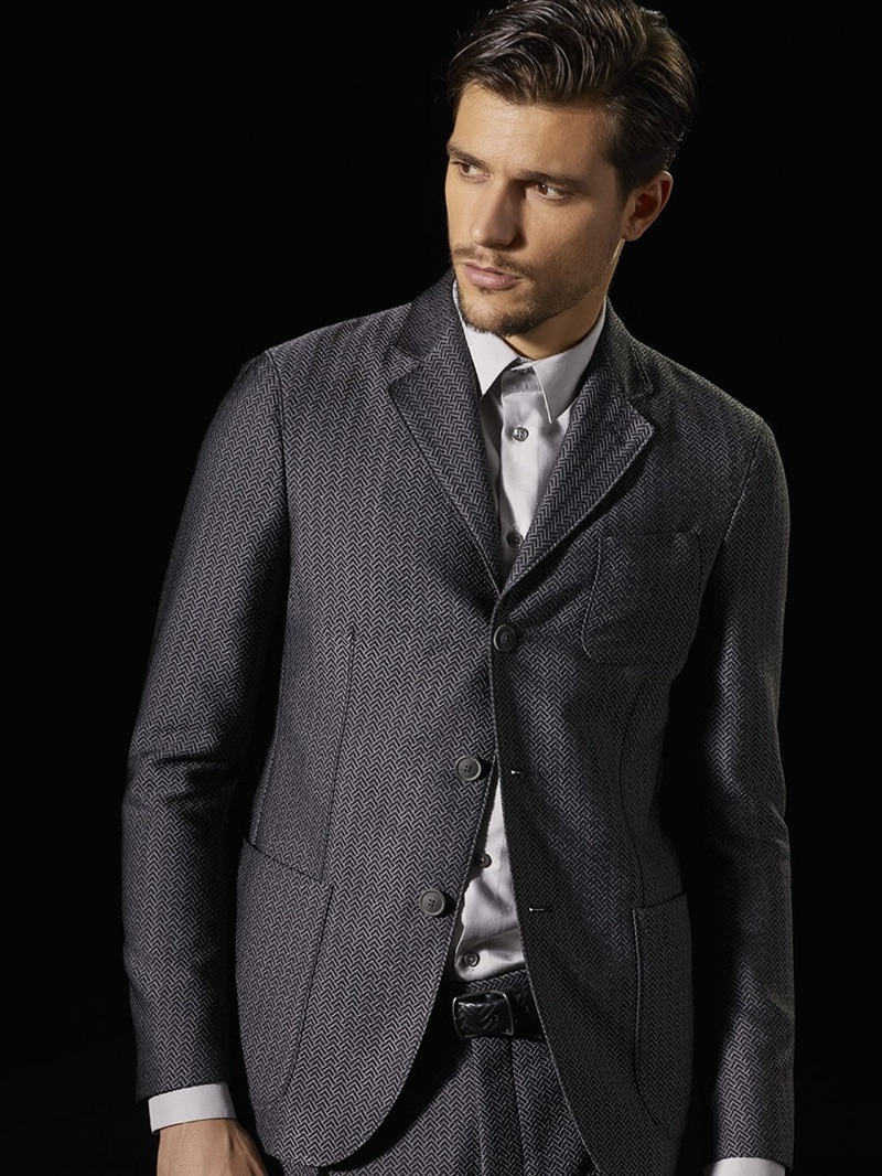 Italian model Andrea Zelletta charms in a patterned suit from Giorgio Armani.