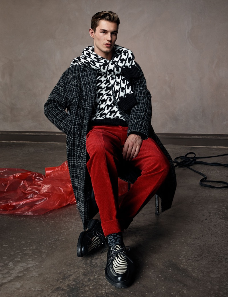 Front and center, Kit Butler wears fall-winter 2018 fashions from Zara Man.