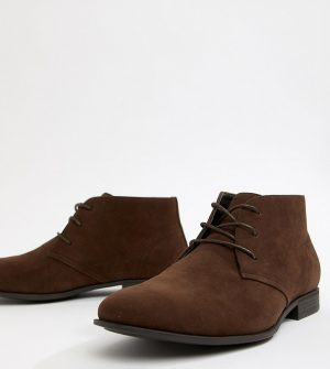ASOS DESIGN Wide Fit chukka boots in brown faux suede - Brown
