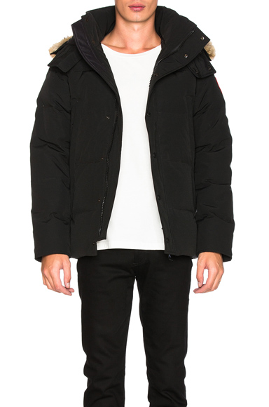 Canada Goose Wyndham Parka in Black. - size S (also in )