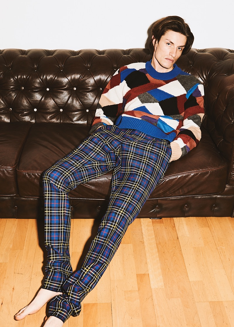 Nick wears sweater and trousers Burberry.