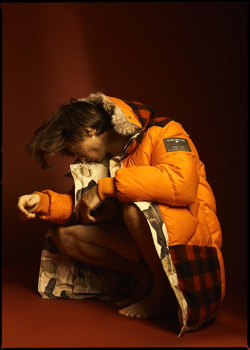 Nick wears jacket Woolrich.