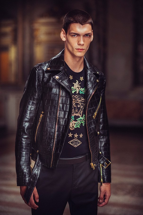 Versace Atelier unveils its spring-summer 2019 collection.