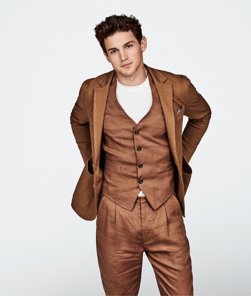 Donning a three-piece suit in brown, Giacomo Cavalli appears in Liu Jo Uomo's spring-summer 2019 campaign.