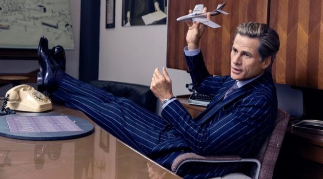 Mark Vanderloo Sports Elegant Grey Suits for Wall Street Italia