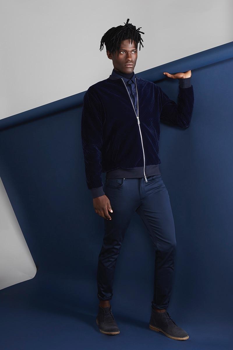 Jason wears shirt Hugo Boss, turtleneck Drykorn, shoes Ralph Lauren, jacket and trousers Zara.
