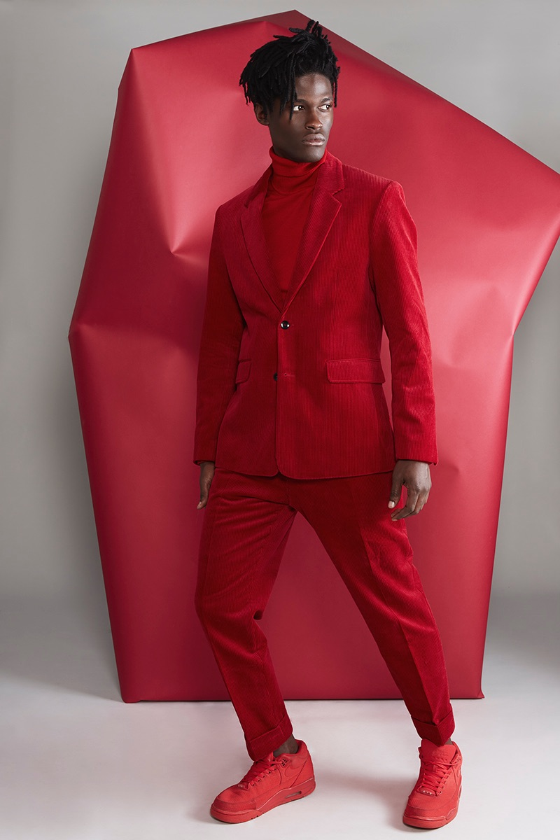 Jason wears suit Zara, turtleneck Reserved, and sneakers Nike.