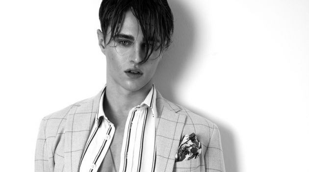 Sebastian wears handkerchief Eterna, jacket Reserved, shirt and trousers Samsøe & Samsøe.