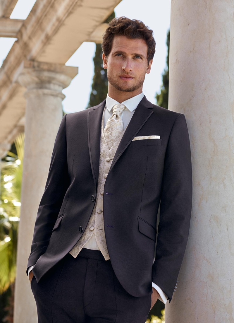 Ready for a wedding, Tom Warren dons a sharp look from Digel Ceremony.