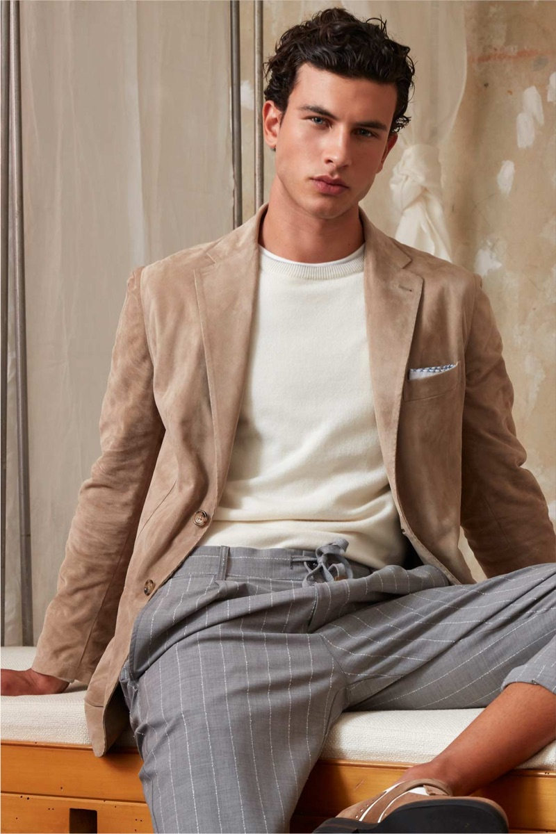 Mattia Narducci models a smart look from Eleventy's spring-summer 2019 collection.