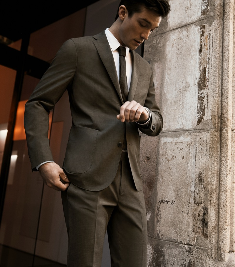 Alexis Petit dons Mango's washable suit for the Spanish brand's latest outing.