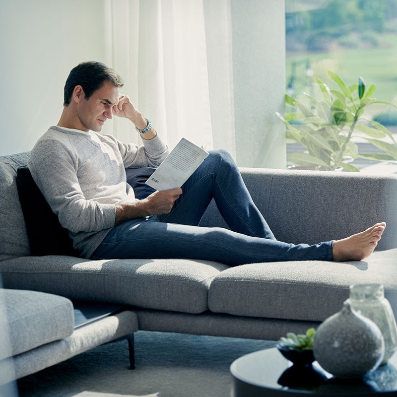 Reading a book, Roger Federer relaxes in UNIQLO EZY jeans.