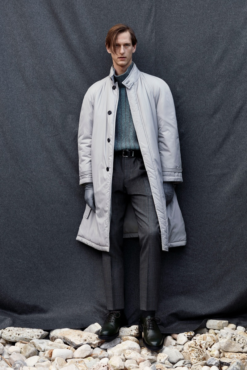 Donning shades of grey, Rogier Bosschaart is pictured in a pre-fall 2019 look by Salvatore Ferragamo.
