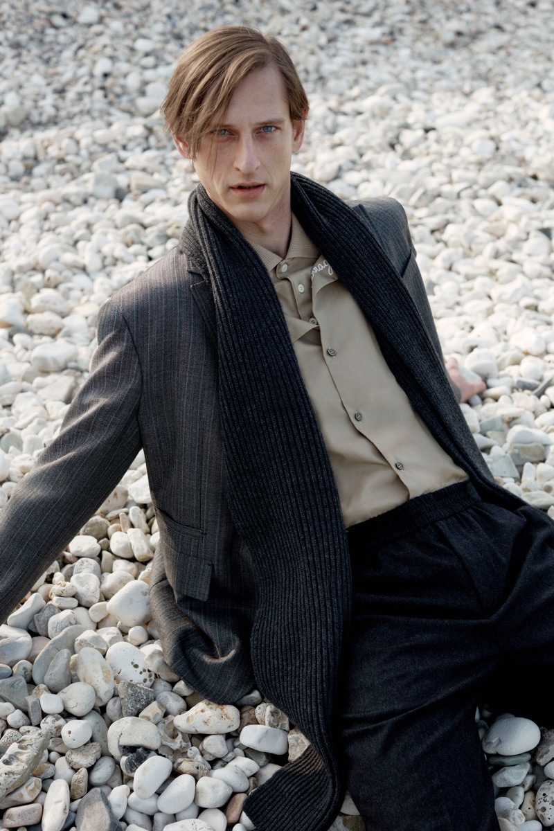 Rogier Bosschaart dons a chic look from Salvatore Ferragamo's pre-fall 2019 collection.