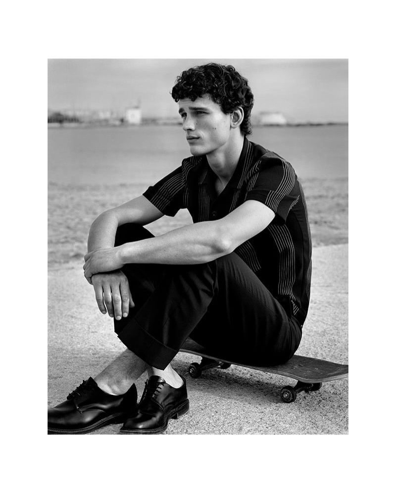 Sitting on a skateboard, Simon Nessman appears in Sandro's spring-summer 2019 campaign.