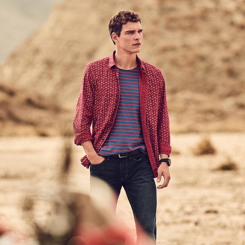 Sporting everyday essentials, Alexandre Cunha stars in s.Oliver's spring-summer 2019 campaign.