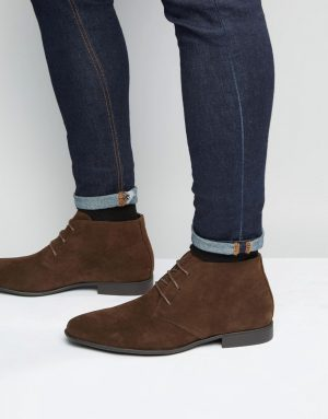 ASOS DESIGN chukka boots in brown faux suede - Brown