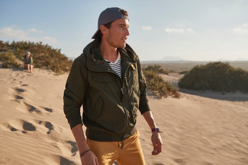 Yannick Hansen hits the beach in a Parajumpers bomber jacket.