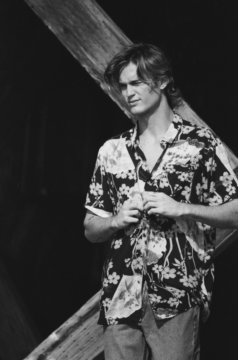 Appearing in a black and white photo, Neels Visser stars in Rolla's spring 2019 campaign.