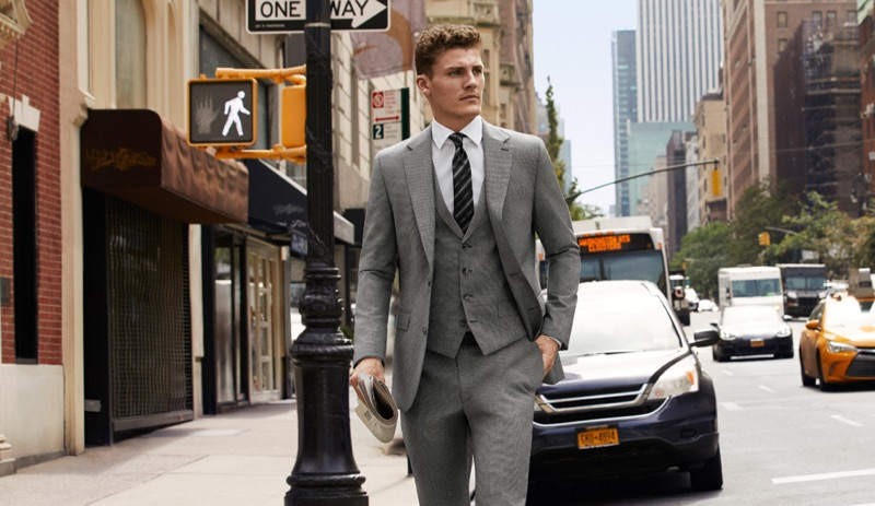 Taking to the streets of New York in a sharp suit, Mikkel Jensen appears in Strellson's spring-summer 2019 campaign.