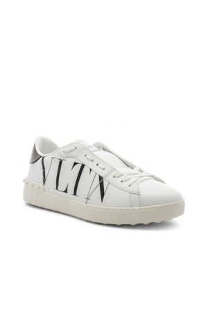 Valentino Logo Sneaker in White. - size 44 (also in 40,42,43)