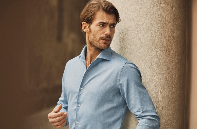 British model Jacey Elthalion dons a brushed cotton shirt from Luca Faloni.