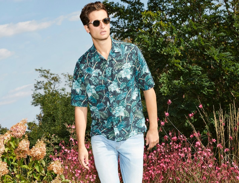 Sporting a tropical print shirt, Tom Warren appears in Brooksfield's spring-summer 2019 campaign.