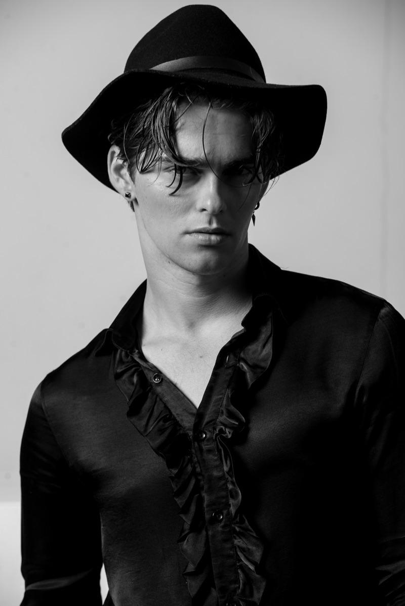 Jakub wears hat H&M and shirt Zara.