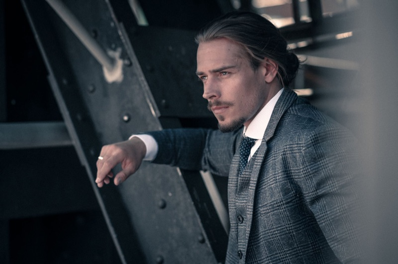 Ric wears suit Selected Homme, shirt Suitsupply, and ring Thomas Sabo.