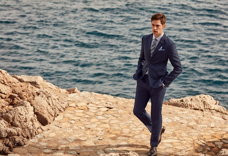 Sporting a navy suit, Mathias Lauridsen wears Mango.