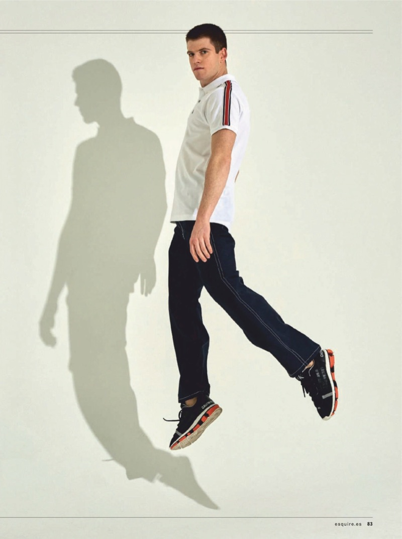 Miguel Bernardeau wears a Springfield polo, Sandro pants, and Calvin Klein Jeans shoes.