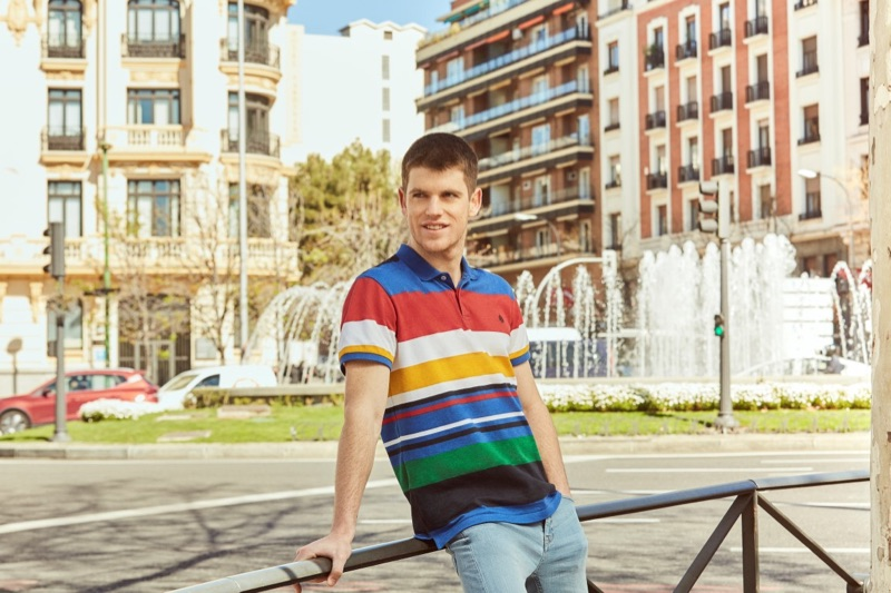 Embracing bright colors, Miguel Bernardeau wears a polo shirt from his Springfield collaboration.