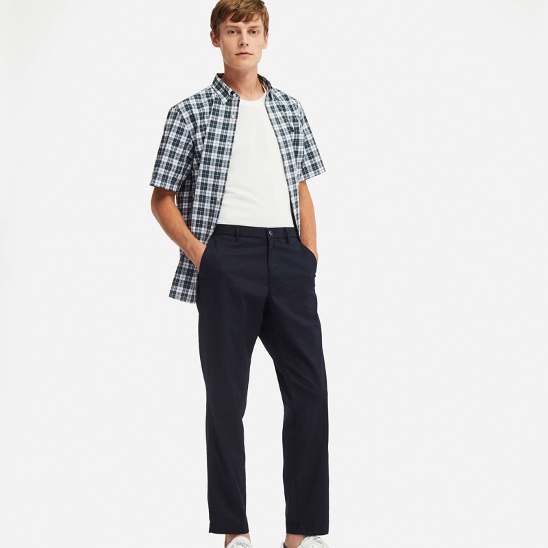 Janis Ancens dons UNIQLO cotton linen relaxed pants $39.90.
