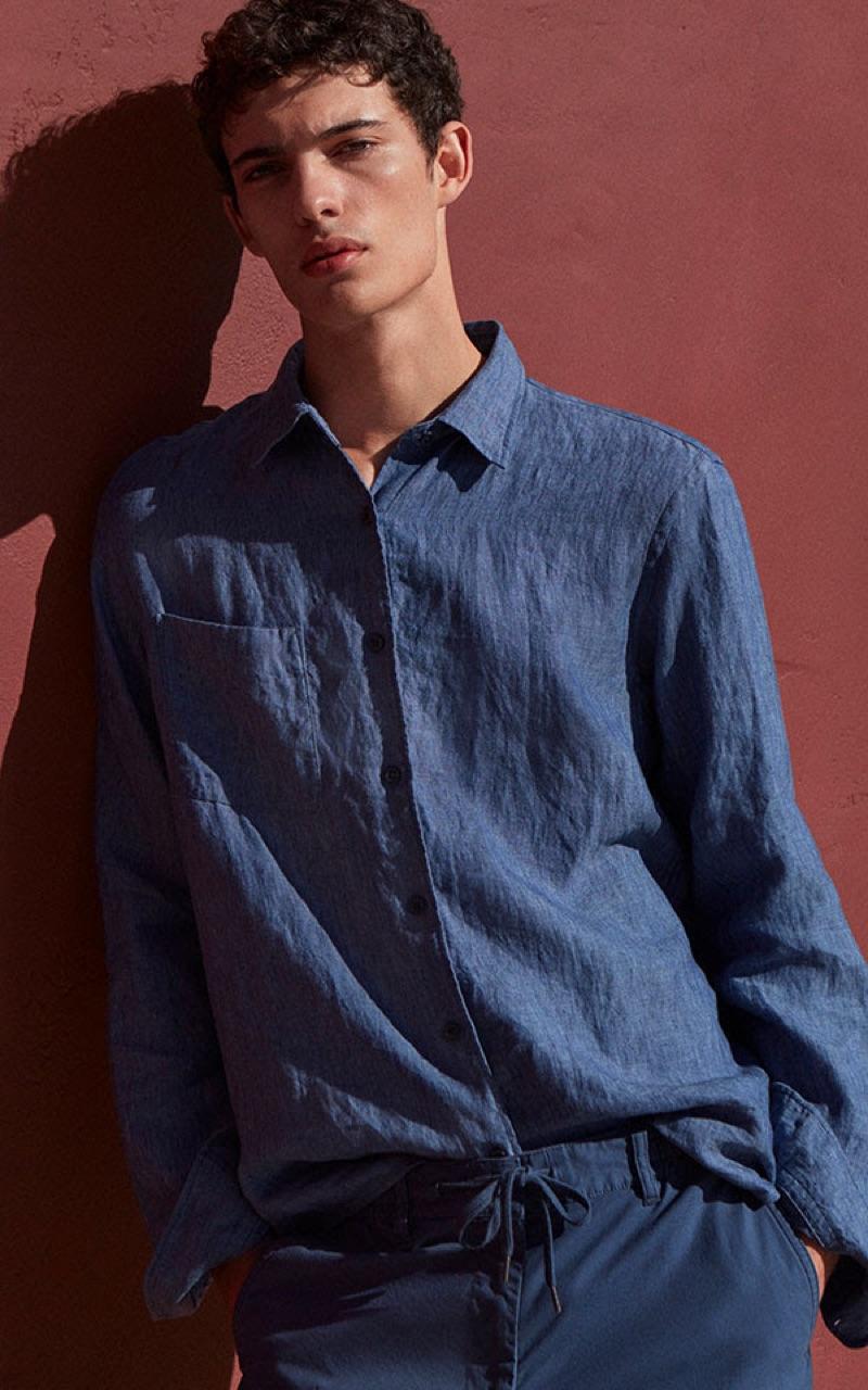 Piero Méndez models a UNIQLO premium linen long-sleeve shirt $29.90.