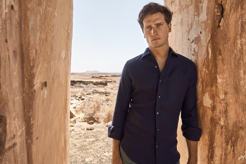 Appearing in Luca Faloni's new campaign, Tom Warren models a midnight blue linen shirt.