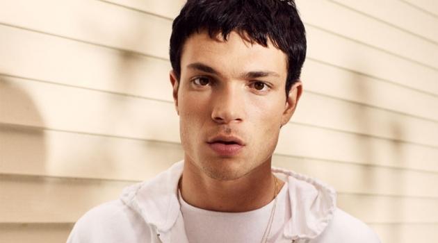 Model Luka Isaac rocks a white half-zip pullover from Zara.