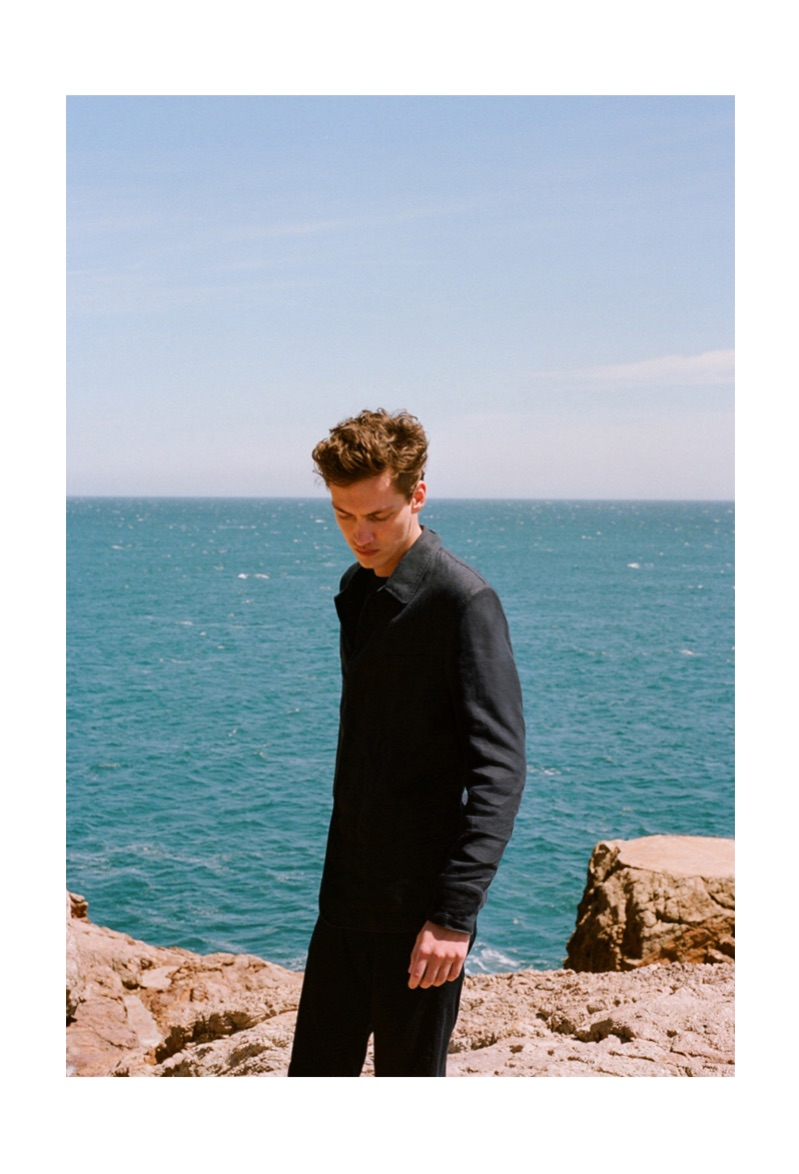 Model Swann Guerrault reunites with Massimo Dutti to showcase its sustainable collection.