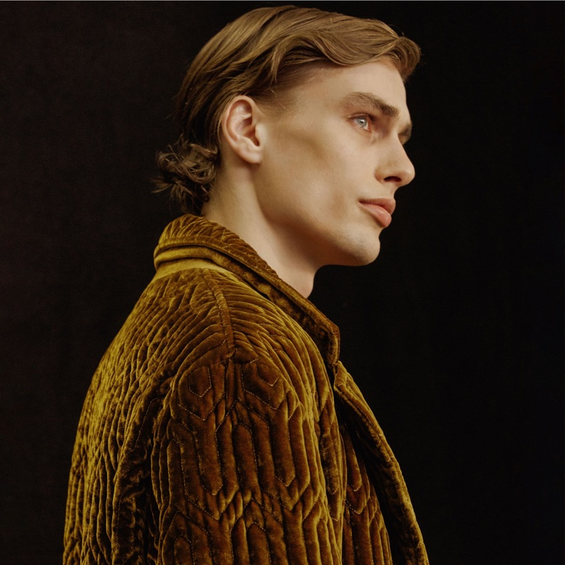 Delivering a side profile, Marc Schulze fronts Pal Zileri's fall-winter 2019 campaign.