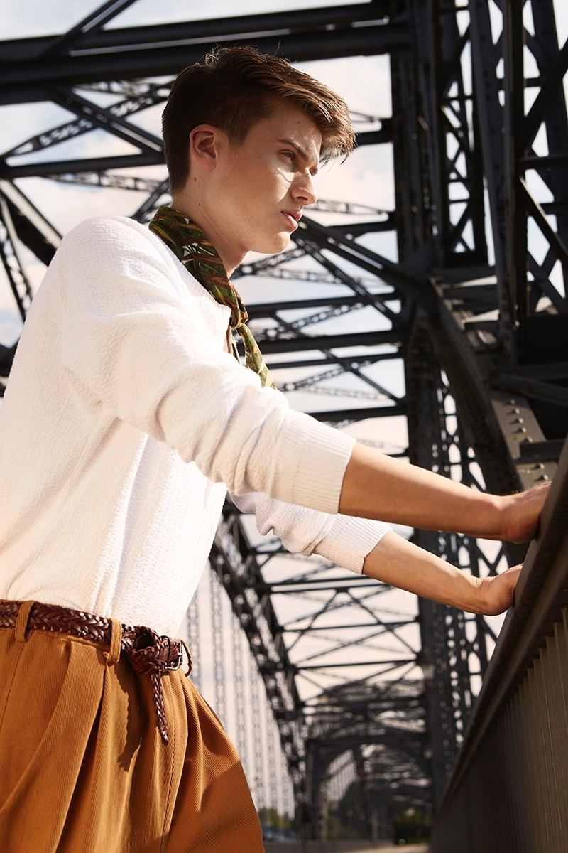 Leon wears pullover Weekday, trousers Raknaroek, scarf ZARA, and belt H&M.
